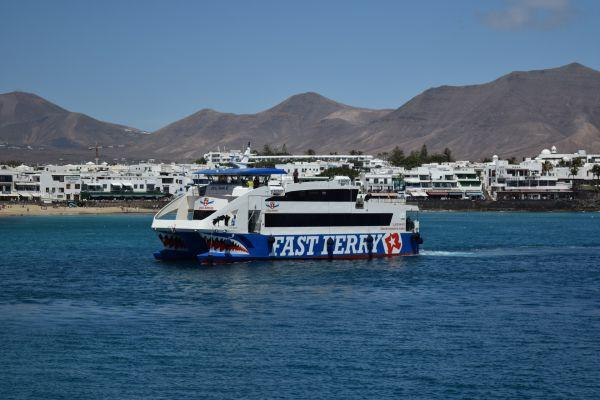 ferry-from-lanzarote-to-fuerteventura_1